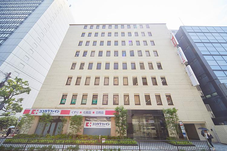 御堂筋線「江坂」駅から徒歩1分(1Fはココカラファイン)の井門江坂駅前ビル2階